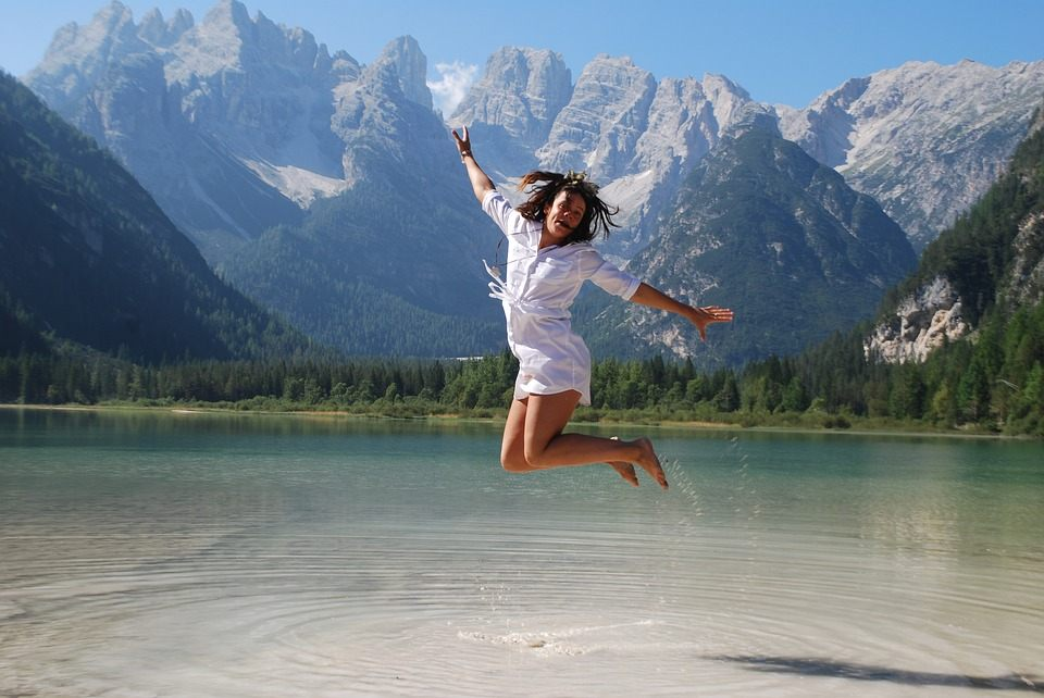 girl-jumping-for-joy-3849870_960_720