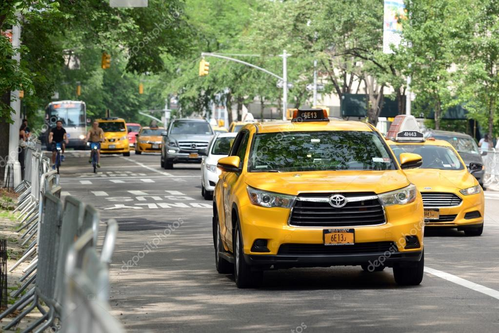 depositphotos_112117506-stock-photo-yellow-taxi-cabs-in-manhattan